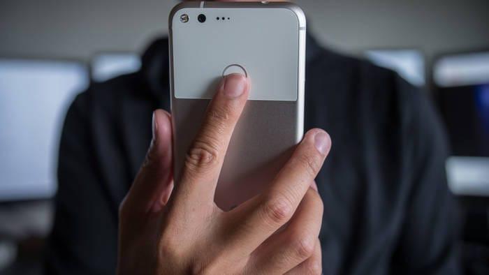 Google-Pixel-Fingerprint-reader